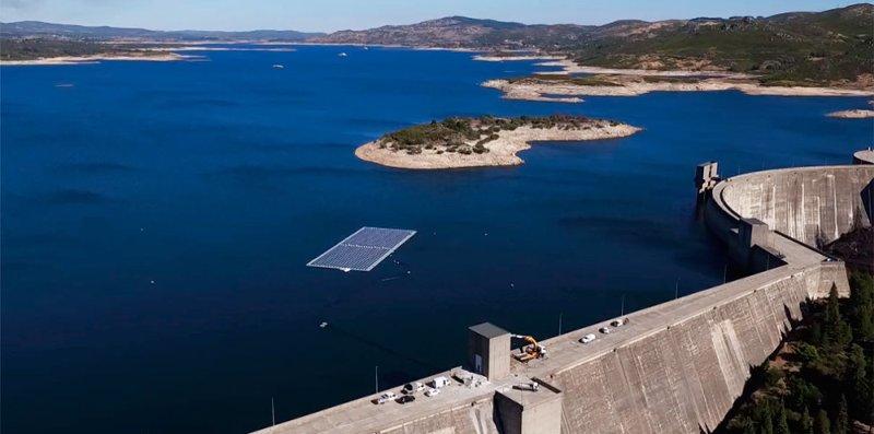 В Португалии запустили гибридную ГЭС с солнечными панелями (фото)