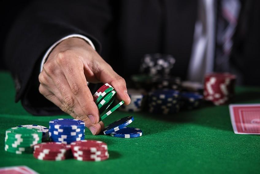 Видео-покер в интернете: для телефона и ПК