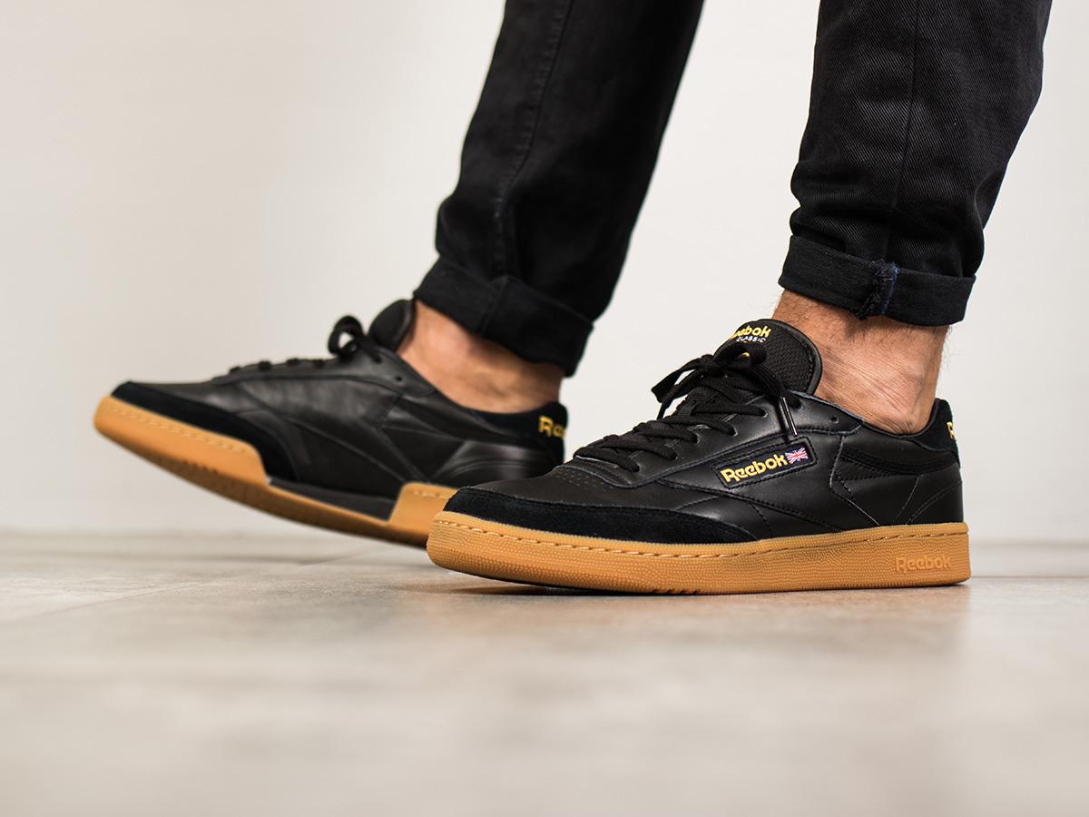 Спортивная одежда и обувь в фирменном магазине Reebok