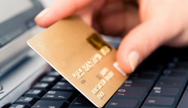 Покупка дебетовой карты в России