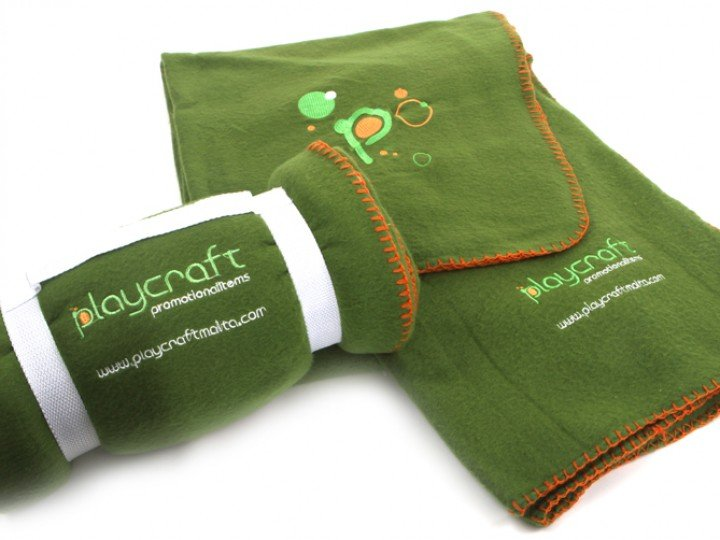 Пледы и подушки с логотипом