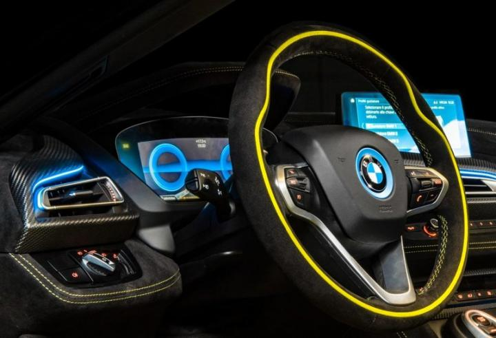 BMW показал гибридный спорткар (фото)