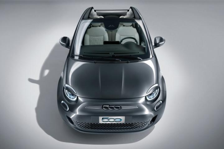 Представили новое поколение серийного электромобиля Fiat 500 (фото, видео)