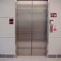 В Бангкоке после карантина запустили лифт, которым можно управлять ногами (фото)