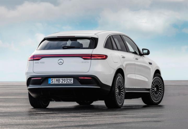 Mercedes-Benz вывел более дешевую версию электрокроссовера EQC (фото)