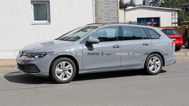 Новый универсал VW Golf заметили во время тестов