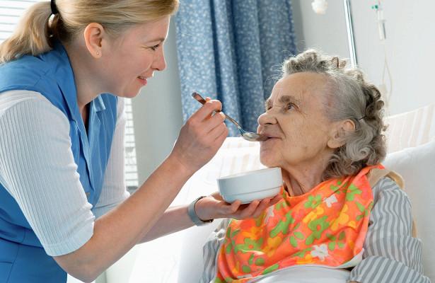 Уход за пожилыми людьми в пансионате «Забота»